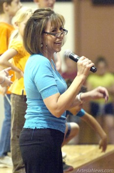 Yucca Elementary Principal Sylvia Flores leads her student body through a morning assembly Thursday at the school. (Brienne Green – Daily Press)
