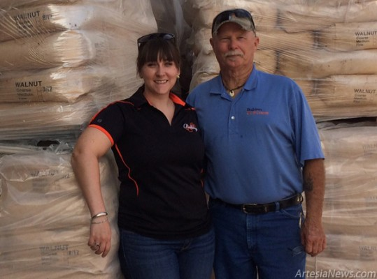 Rebecca Prendergast, executive director of Artesia MainStreet, accepts a large donation of mulch from Dean Goodman, branch manager of the Artesia Do It Center, 1801 W. Main St. Prendergast says the mulch will be used on Main Street and in Heritage Plaza. Courtesy Photo