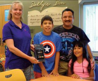 Simon stands with Kindle Fire winner Samuel Vazquez, pictured alongside his father, Jesus Vazquez, and sister, Lillie Catherine. (Courtesy Photo)
