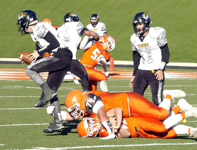 Jharyss Granger (74) snags the ankle of Alamo quarterback Kyle Hooper. (Brienne Green - Daily Press)