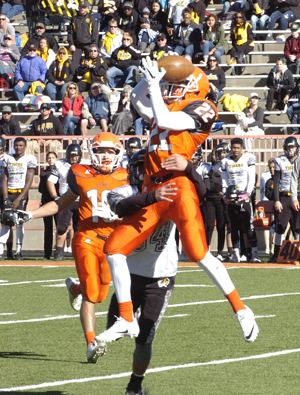 Chaney Hardt makes a leaping grab. (Brienne Green - Daily Press)