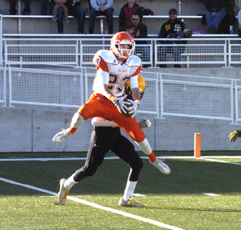 Tyler Greenwood comes down with a Taylor Null pass. (Brienne Green - Daily Press)